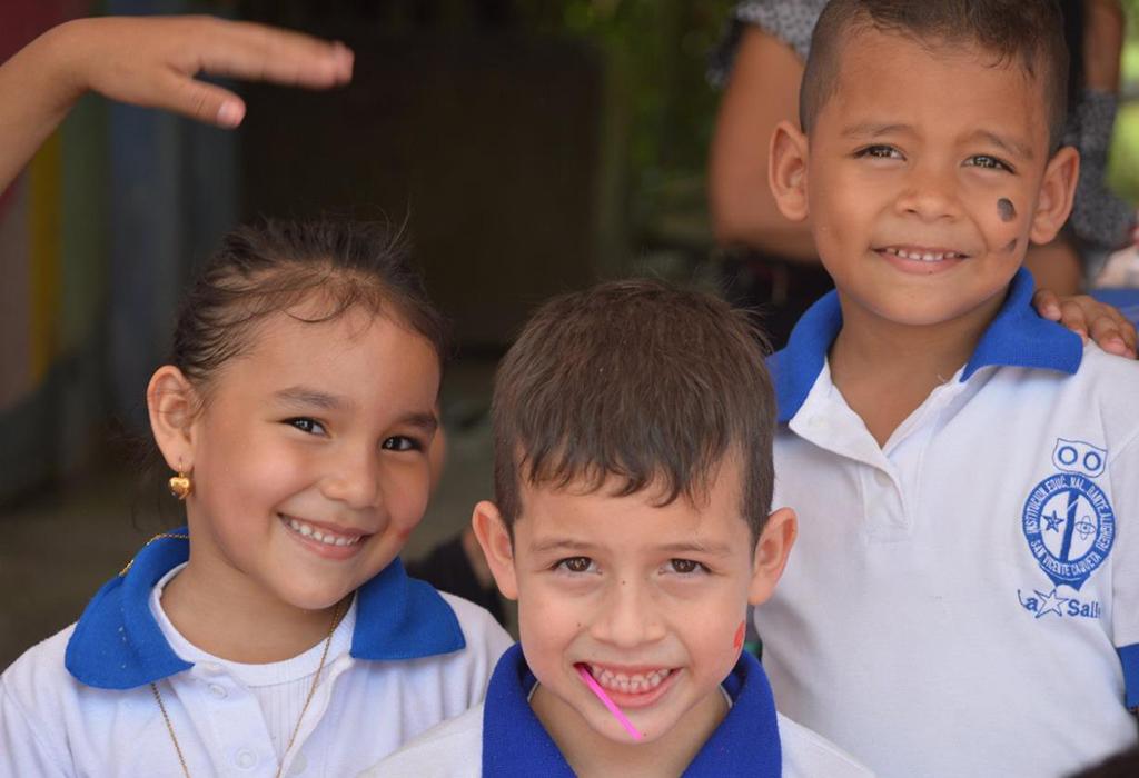 """El Proyecto Educativo de Transición, Expedición Dante, presenta su grupo de investigación """" Sueños Gigantes Pequeñas Letras"""", quien sigue trabajando en el aporte creativo e innovador de los procesos educativos de primera infancia en nuestro país. Hoy un grupo de estudiantes, maestros y padres de familia dan prueba de que a través de la lectura se pueden tejer grandes sueños para un mejor futuro. ¡Bienvenidos!"""